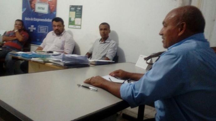 Prefeito Municipal, convoca reunião com Secretários e funcionários Público na sede da Prefeitura.
