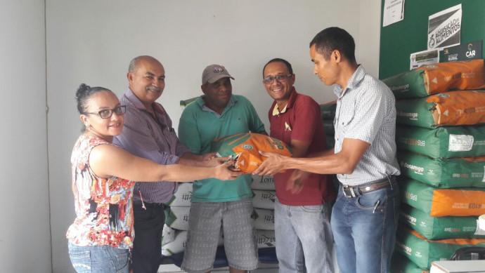 Prefeitura Municipal apoia Ruraltins na entrega das sementes do Projeto Quintal Verde II